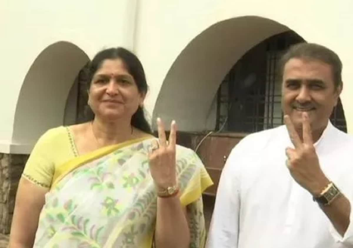 Senior Nationalist Congress Party (NCP) leader Praful Patel and his wife Varsha cast their votes at a polling booth in Gondia assembly constituency, Maharashtra. (Image: News18)