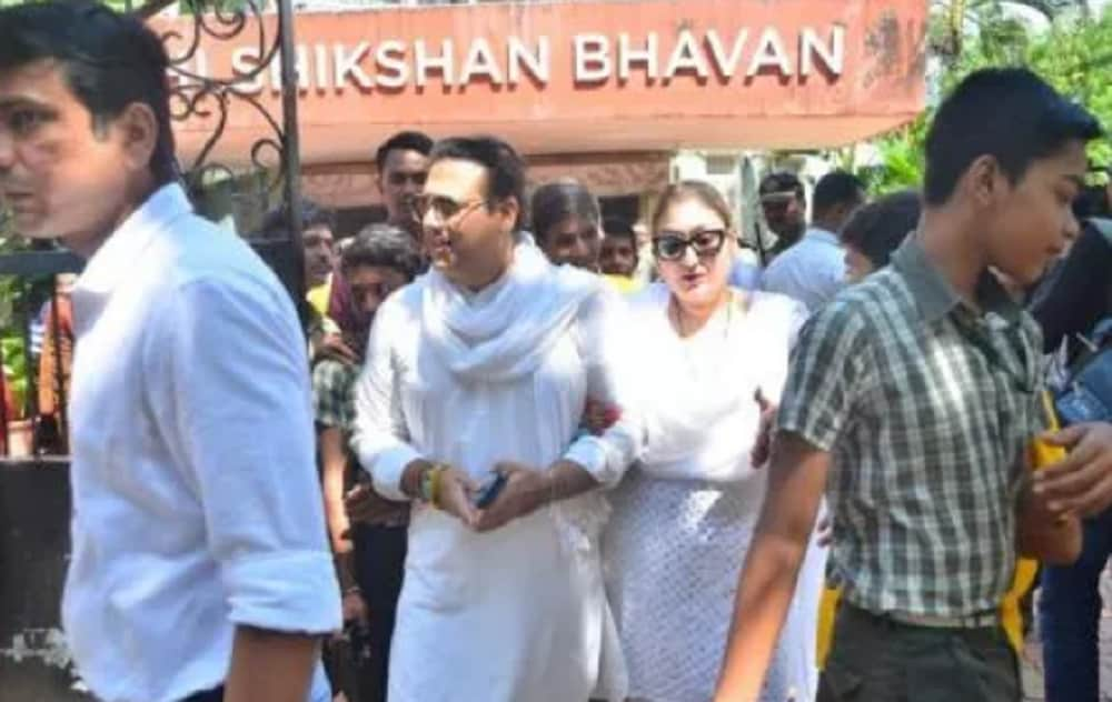 Actor Govinda and his wife leave after casting their votes in Mumbai. (Image: Viral Bhayani/ News18)