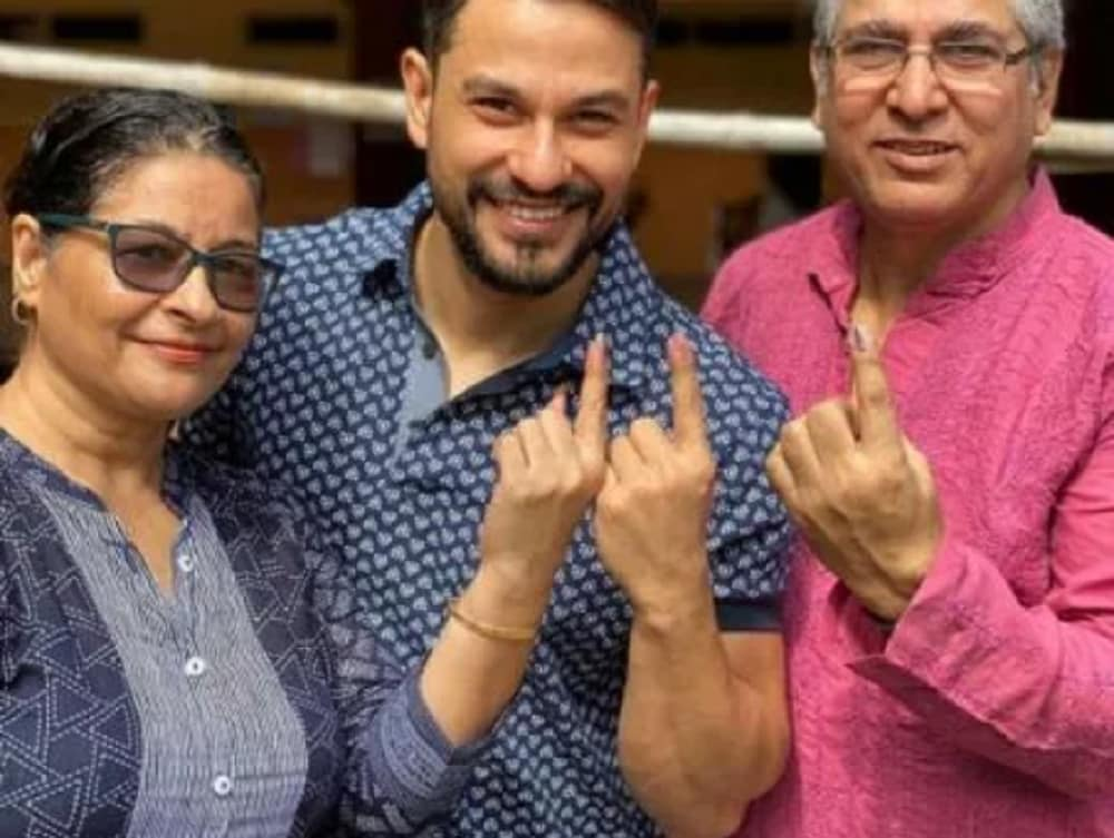 Bollywood actor Kunal Kemmu and his family show their ink-marked fingers after casting their votes. (Image: Instagram/ News18)