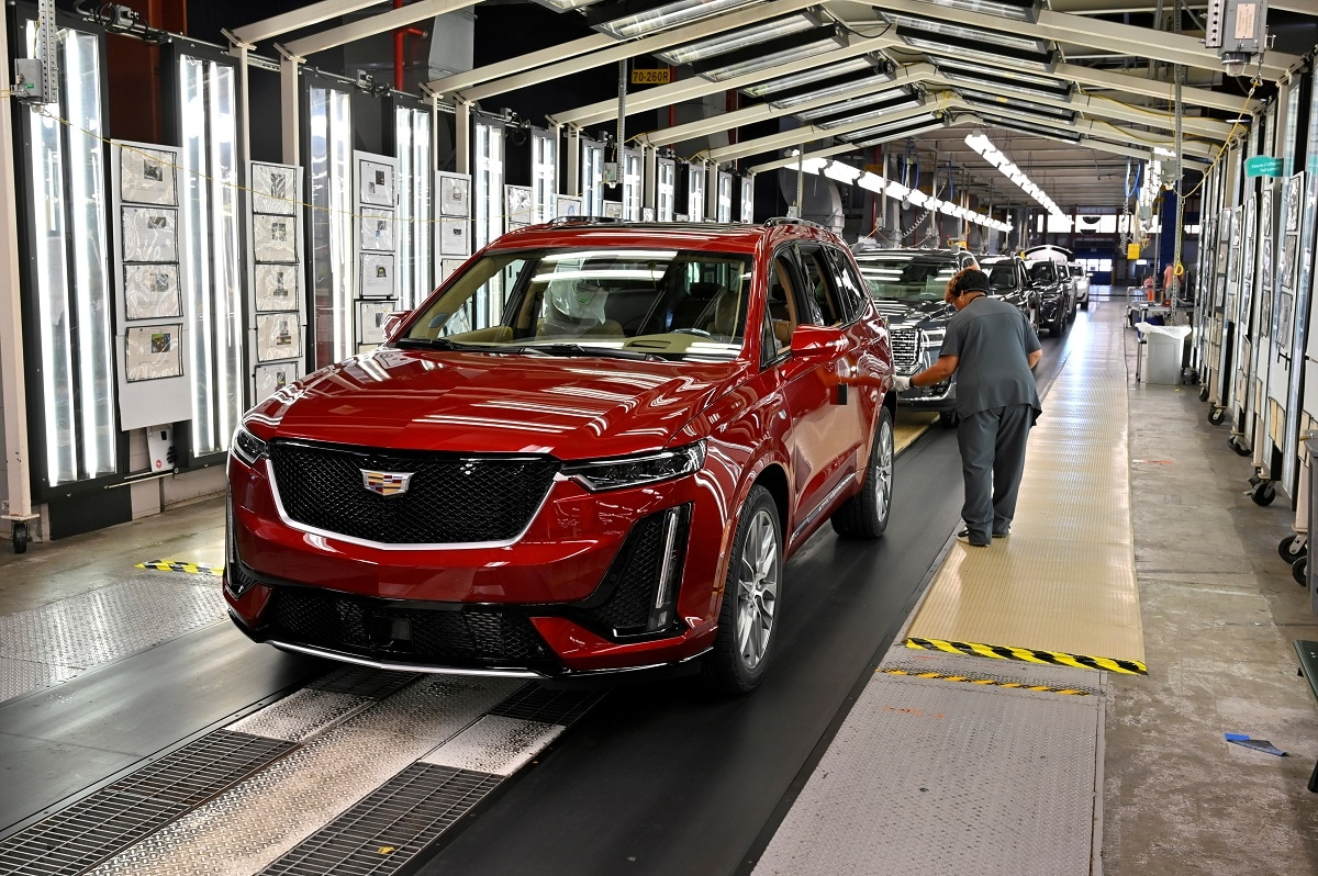 Final inspection is performed as the vehicles are ready to leave the assembly line at the General Motors (GM) manufacturing plant in Spring Hill, Tennessee. REUTERS/Harrison McClary/File Photo