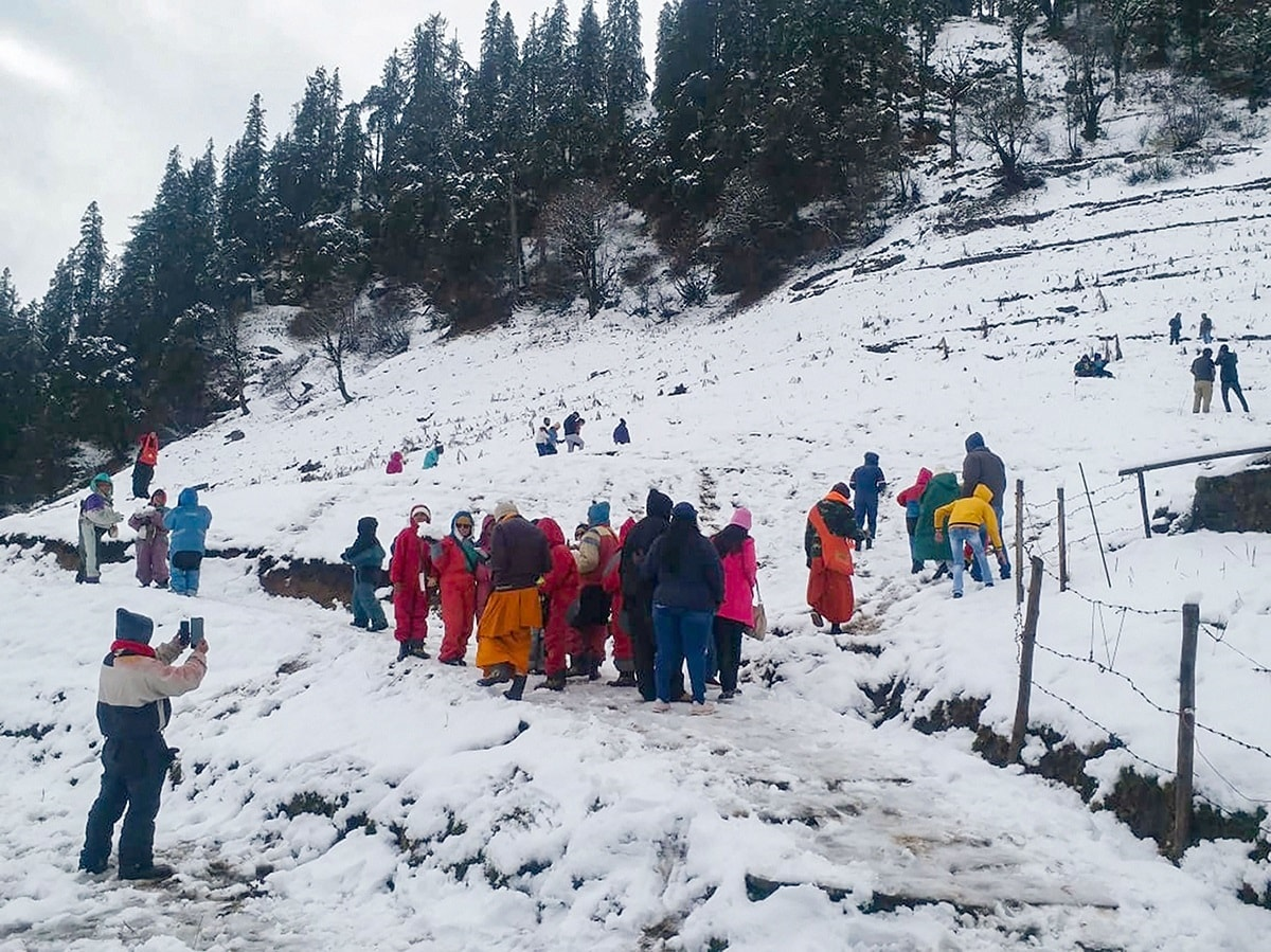 Kalpa, some 250 km from Shimla, in Kinnaur district experienced 32 cm of snow, with the minimum temperature dipping to minus 1.6 degrees Celsius. (PTI Photo)<br /><br />