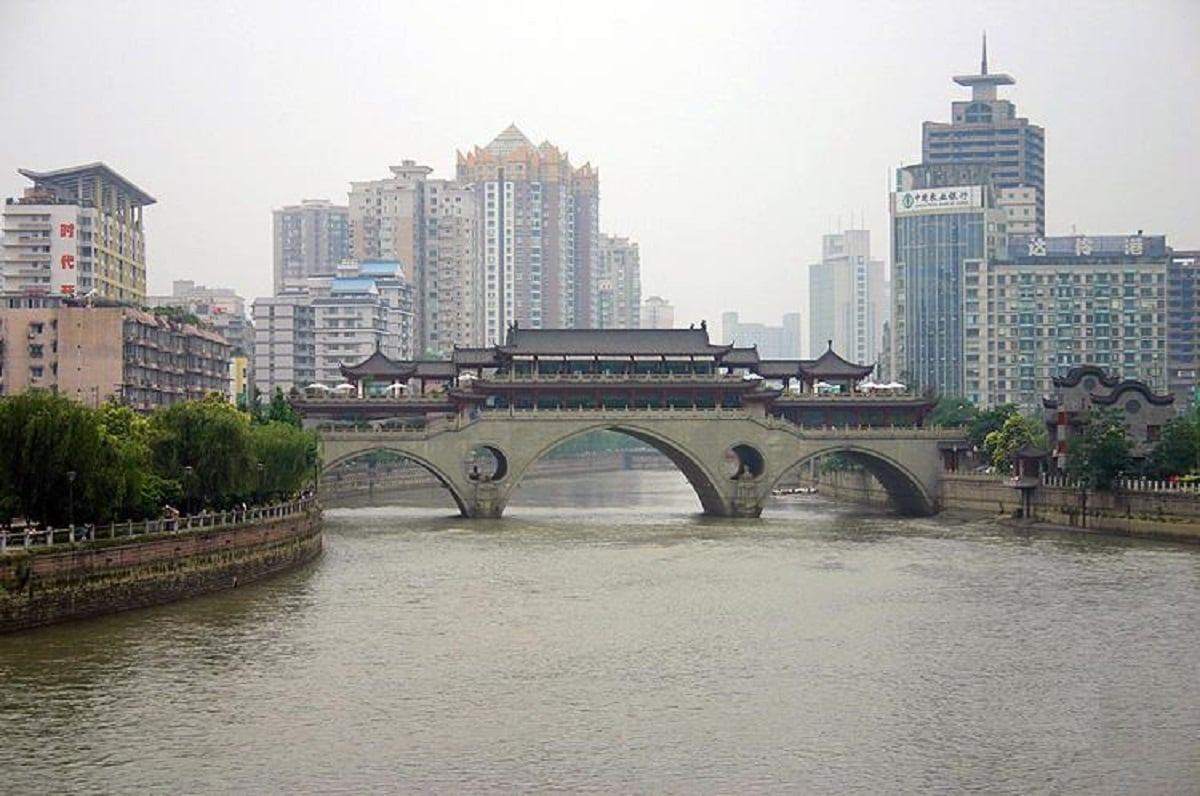 9: Chengdu: The Chinese city with 137 AQI emerged ninth in the list. (Image Source: Wikimedia Commons)