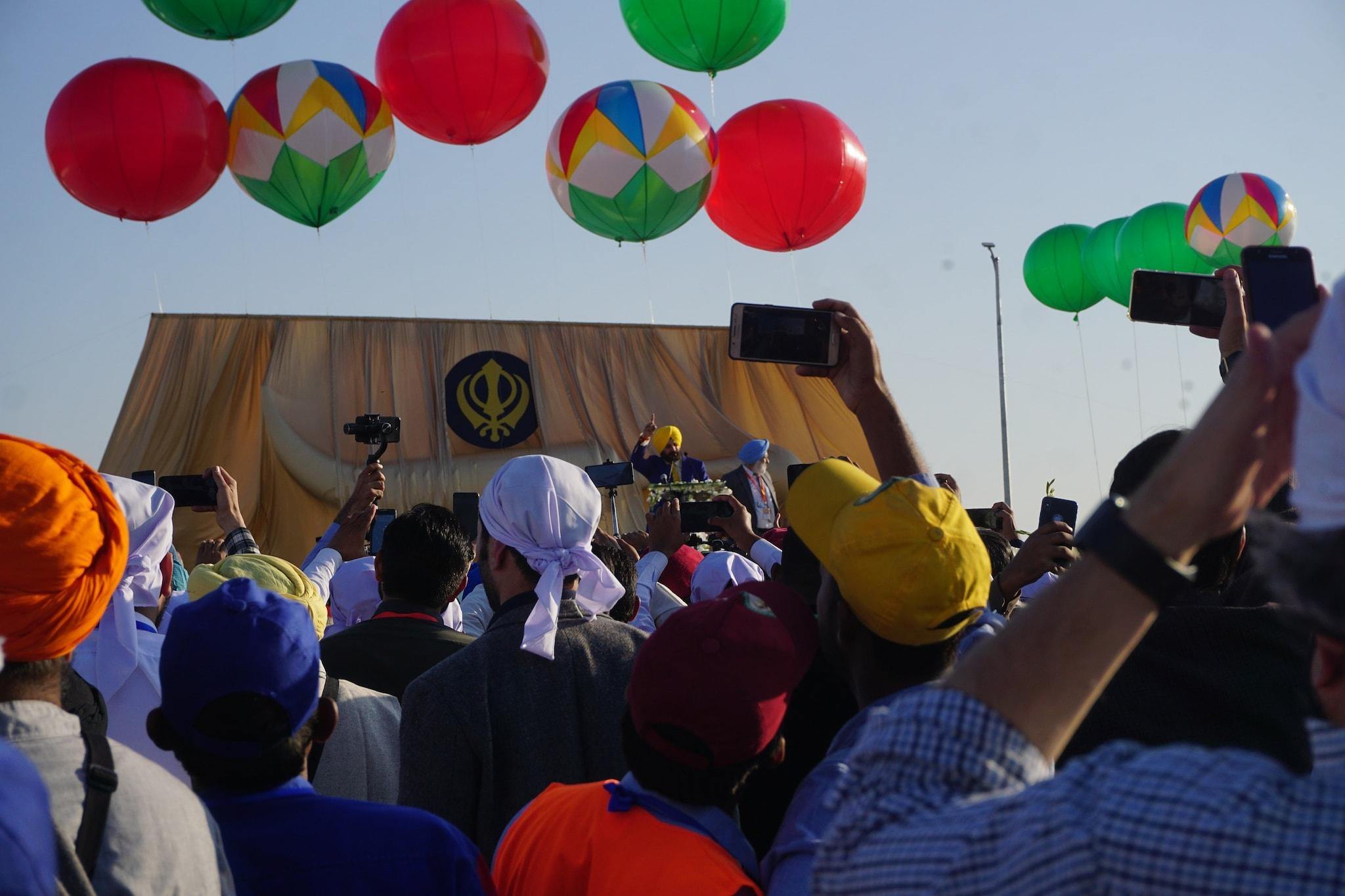 Navjot Singh Sidhu cheered by the gathered crowd.