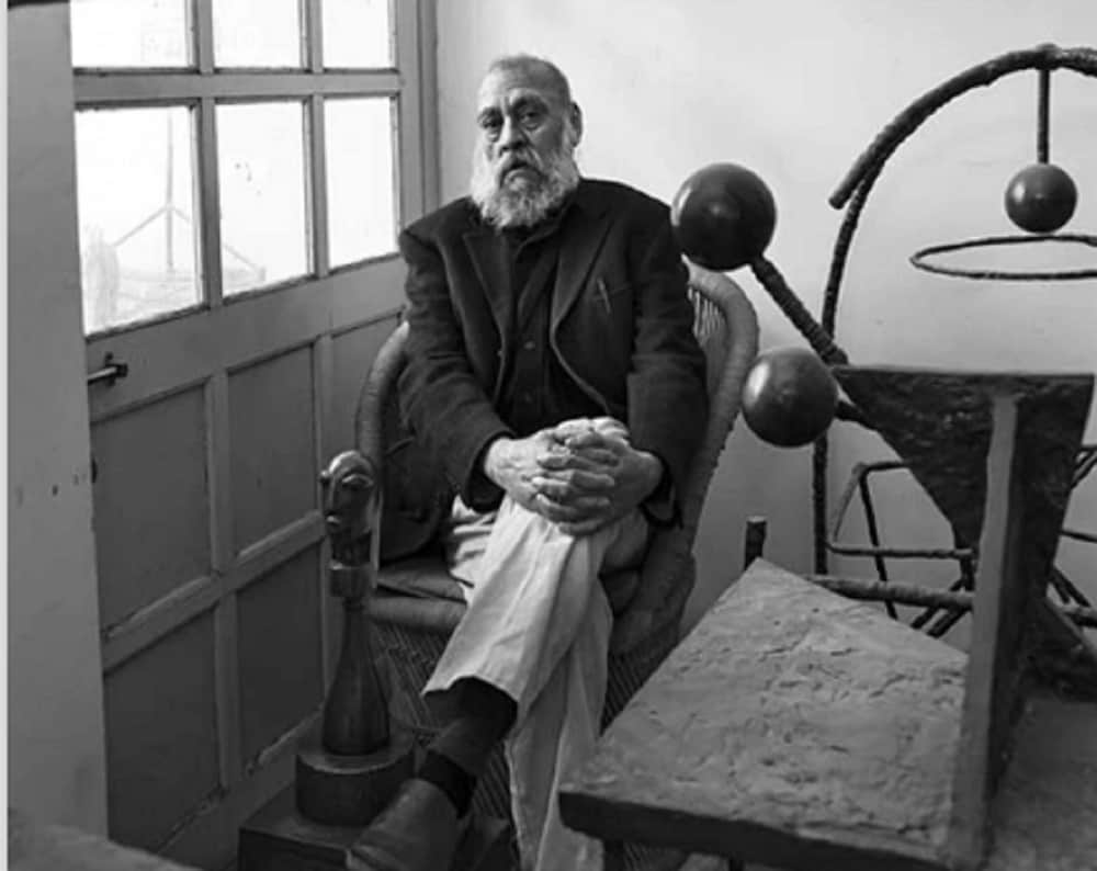 10: Sculptor Himmat Shah is tenth in the list with an estimated income of Rs 3.36 crores. (Image Source: Artist Era website)