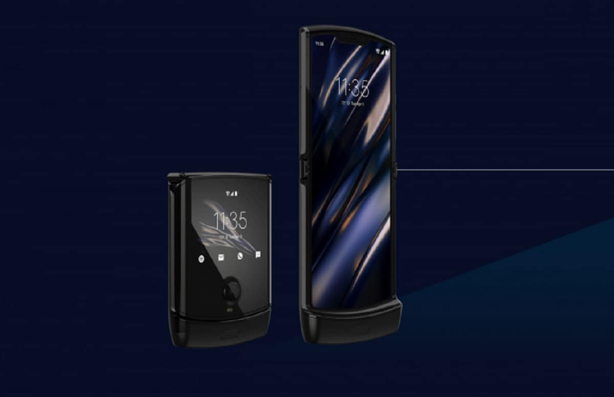 Powered by Android 9 Pie software, the new smartphone looks similar to its predecessor and comes with an octa-core Qualcomm Snapdragon 710 SoC, paired with 6GB RAM and backed by 2510mAh battery. (Image source: Motorola website)