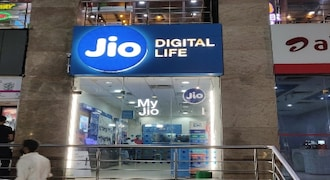 Bharti Airtel lost more than 43 lakh subscribers in May; Reliance Jio adds 35.5 lakh users