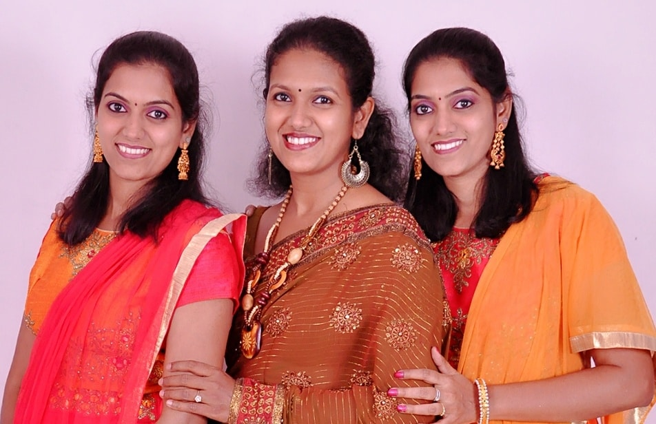 Smule SistersThe twins with their sister Charumathy (centre).
