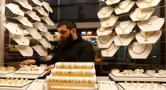 Gold dips as vaccine rollouts dent appeal