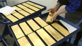 Gold steadies above USD 1,800 as virus fears, US-China tensions rise