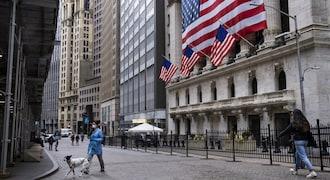 S&P 500, Nasdaq edge higher as investors cling to stimulus hopes