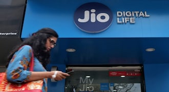 Jio completes five years of operations; tech world congratulates