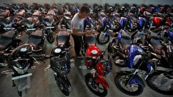 Expect sale of over 4 lakh units in March, says Bajaj Auto