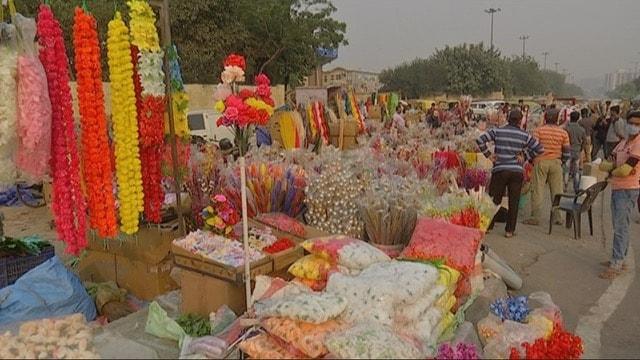 <p>Festive spirit adds some colour to Delhi's Ghazipur flower market; but supply remains a problem</p>