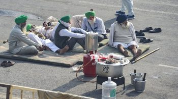 Farmers sit-in at Noida-Delhi border, key route to Delhi closed for vehicles