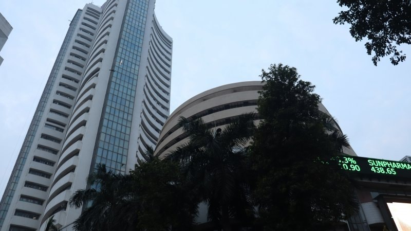 Stock Market Live Updates: Sensex at day's high, Nifty around 15,800 led by IT, metals