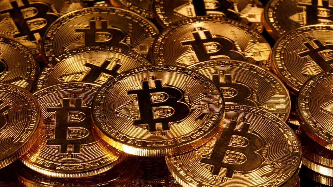 2010: The first commercial transaction takes place in Bitcoin.