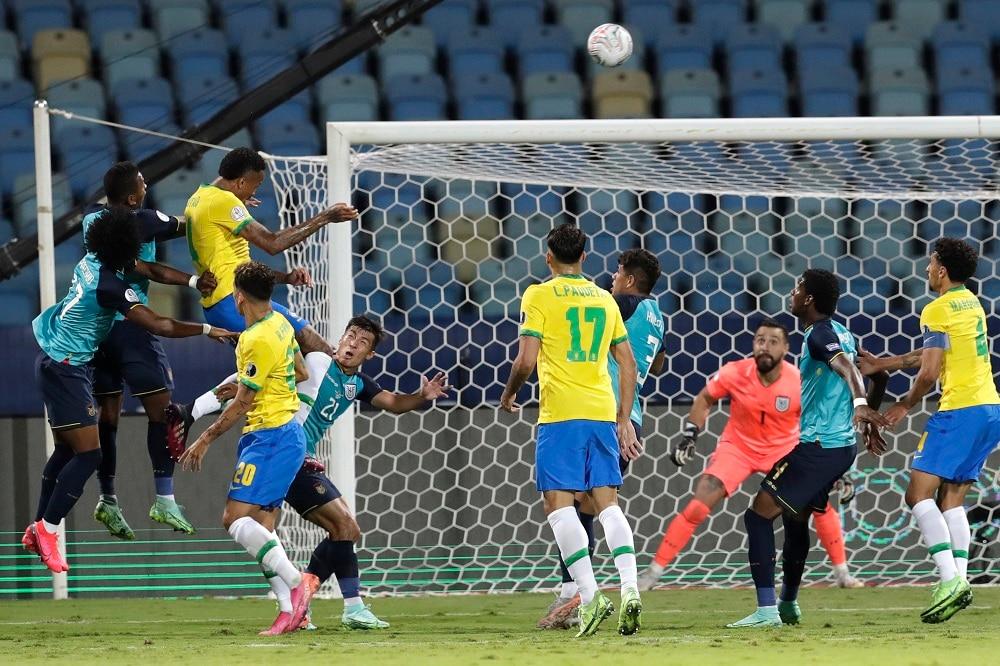 El empate llevó a Ecuador al cuarto lugar en el Grupo B, noqueando a Venezuela y probablemente preparando los cuartos de final contra Argentina.  Brasil ya se había asegurado el primer lugar del grupo antes de que comenzara el partido.  (Imagen y texto: AP)