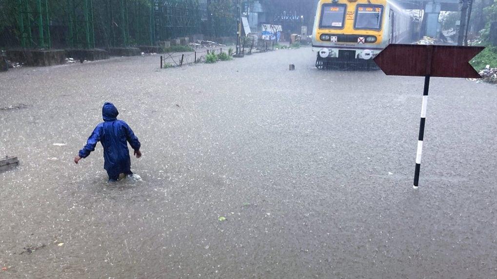Mumbai Rains Highlights: Heavy rains in financial capital again after brief pause; local train services disrupted